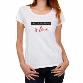 "T-shirt ""All you need is love"""